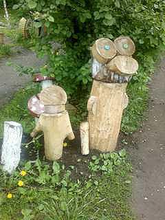 Поделки из дерева в саду