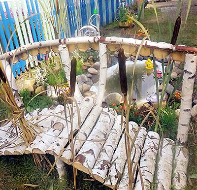 декоративный мостик из березовых жердей