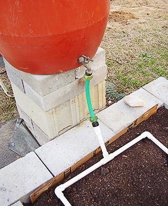 Капельный полив своими руками для огорода