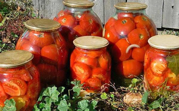 Заготовки на зиму из помидоров в трехлитровых банках