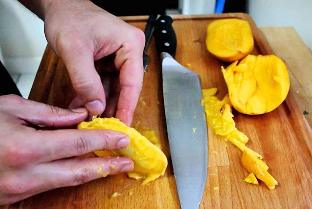 Извлечение мангового семечка
