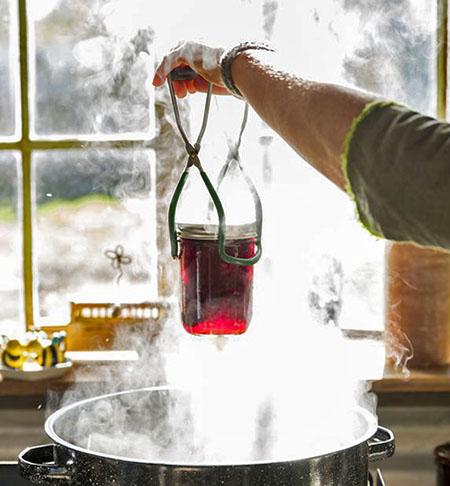 Стерилизация домашних заготовок из ягоды